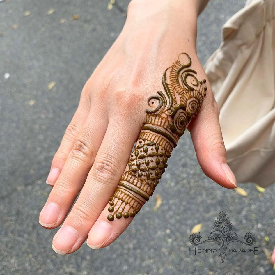 mehndi back finger design